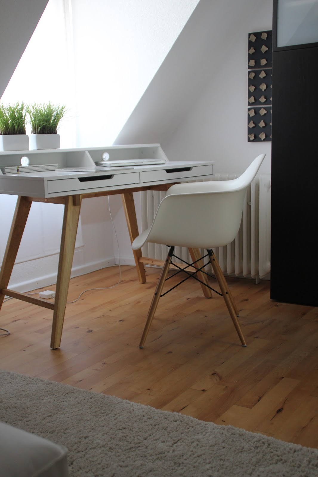endlich ist er da mein neuer kleiner schreibtisch deko. Black Bedroom Furniture Sets. Home Design Ideas