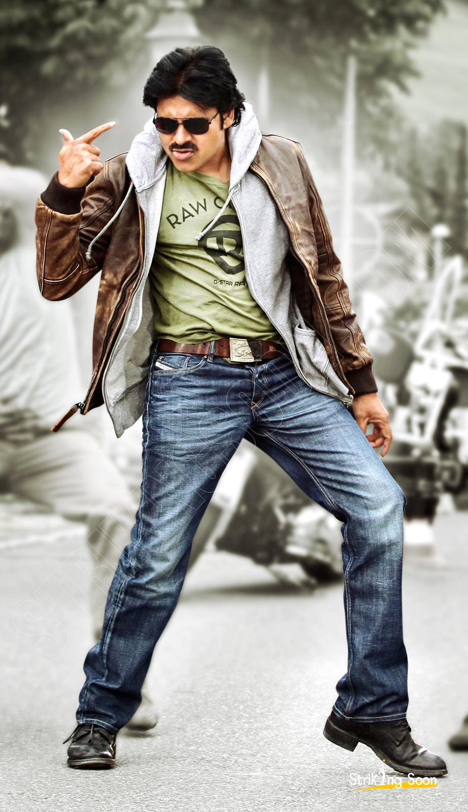 strikingsooncom pawan kalyan in attarintiki daredi photos