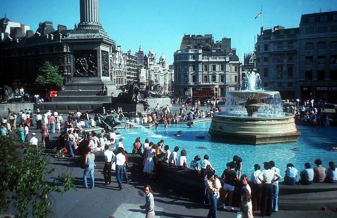 World visit trafalgar square in london for Time square londra