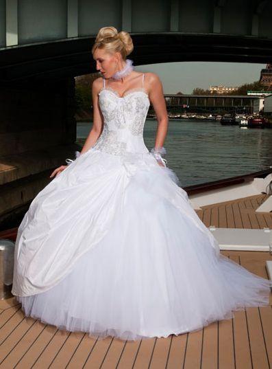 robes de mariage robes de soir e et d coration robe de mari e matrimonia. Black Bedroom Furniture Sets. Home Design Ideas
