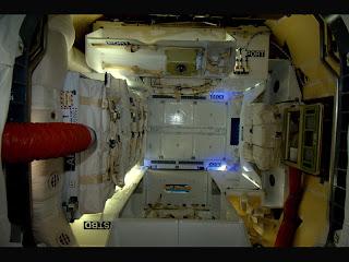 Внутри корабля Dragon