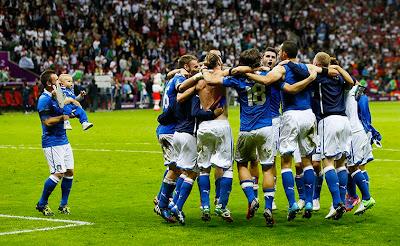 Italia - Germania, 2-1: ein, zwei, t'incoolai Festa-italia-germania-28-6-2012