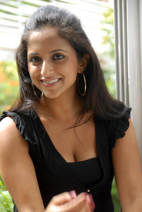 aasheeka new , aasheeka spicy actress pics