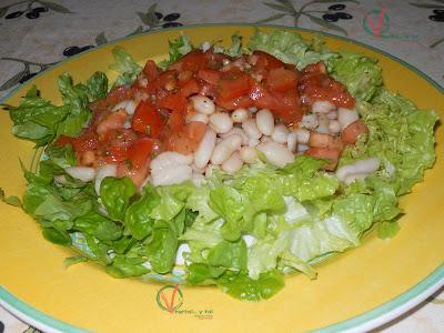 Alubias con vinagreta de tomate.
