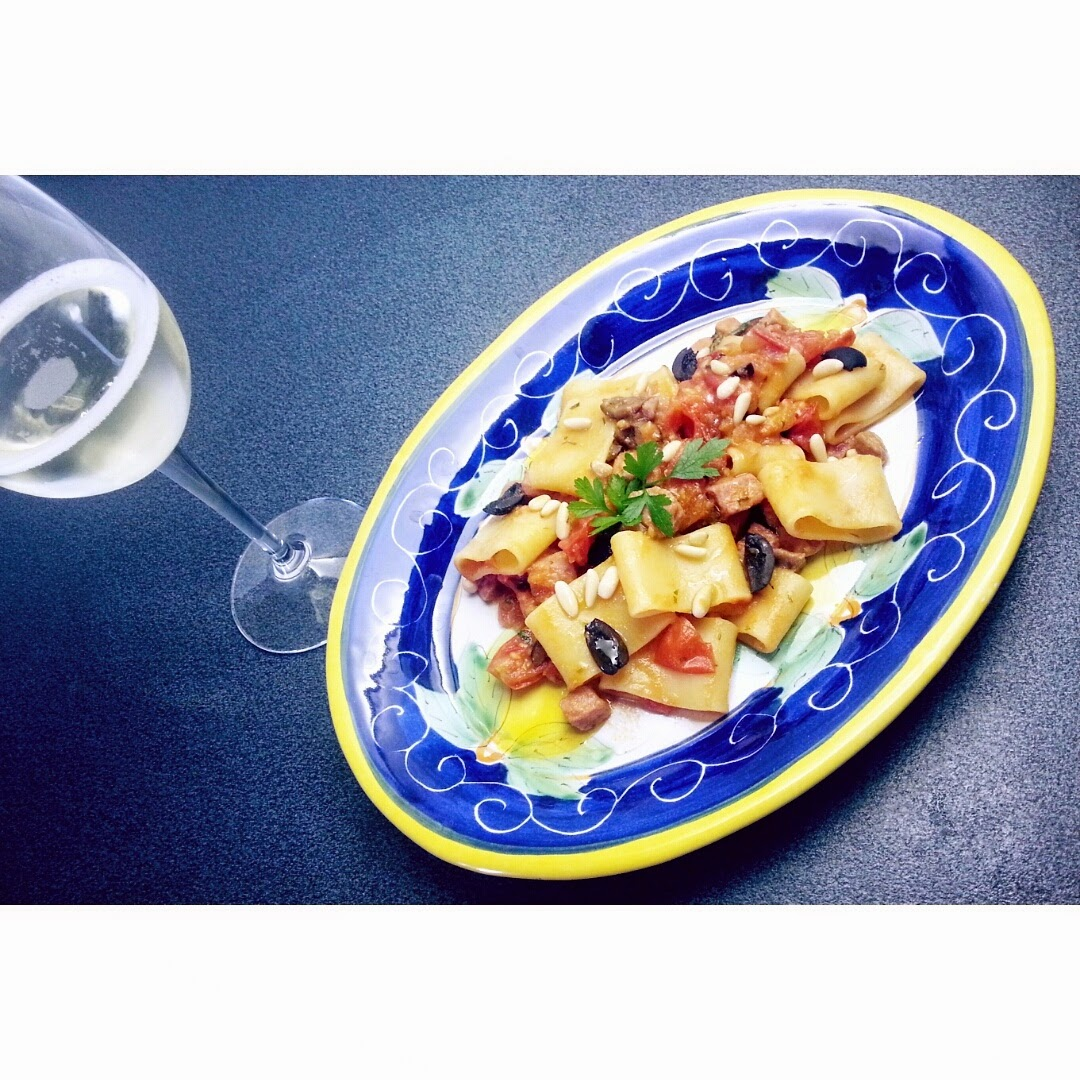 calamarata al tonno rosso all'eoliana (eolian calamarata pasta with red fresh tuna)