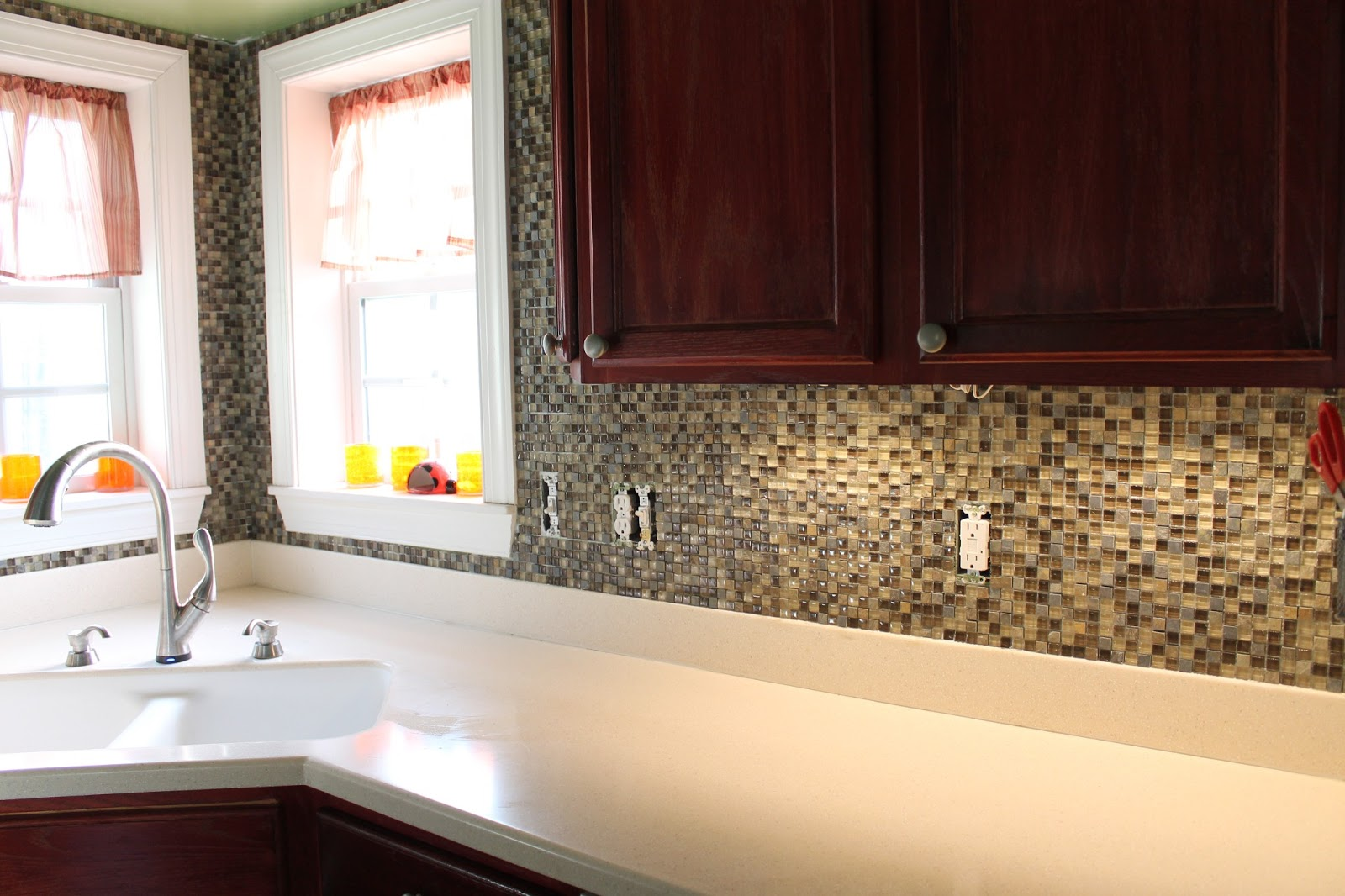 How to put up a backsplash in kitchen for Cheap diy kitchen backsplash ideas