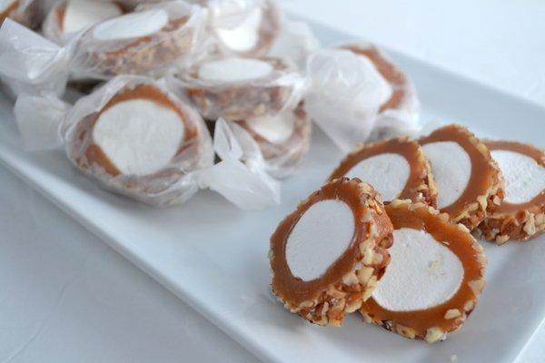 caramel pecan rolls easy caramel sticky rolls gooey caramel rolls ...
