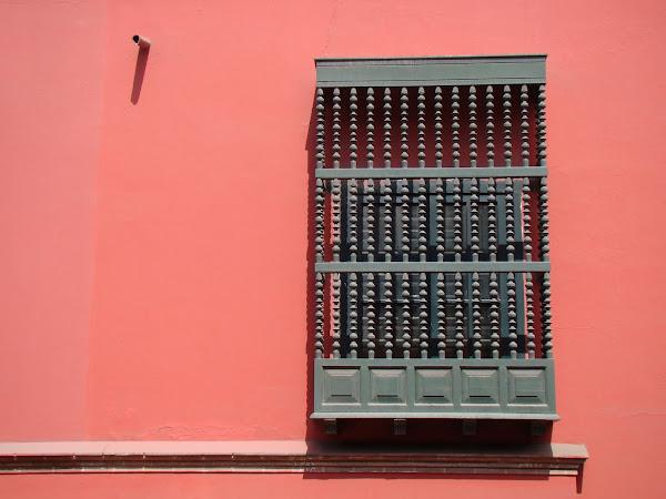 La puerta se ha de abrir y la reja como una enredadera se abrazará a tu perfil...