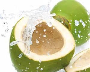 manfaat dan khasiat air kelapa muda