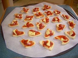 Recept: Kiflice sa sirom i mini pice