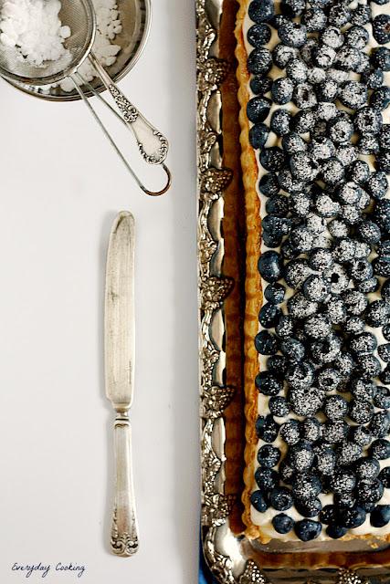 Tarta z kremem cytrynowym i borówkami