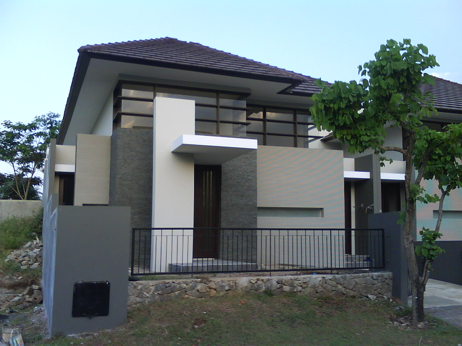 Contemporary home design home design for Exterior colour design of house