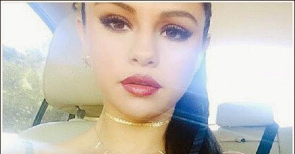 Selena Gomez tira self...