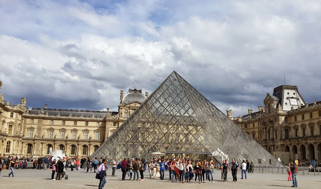 Louvre Museum structure architecture