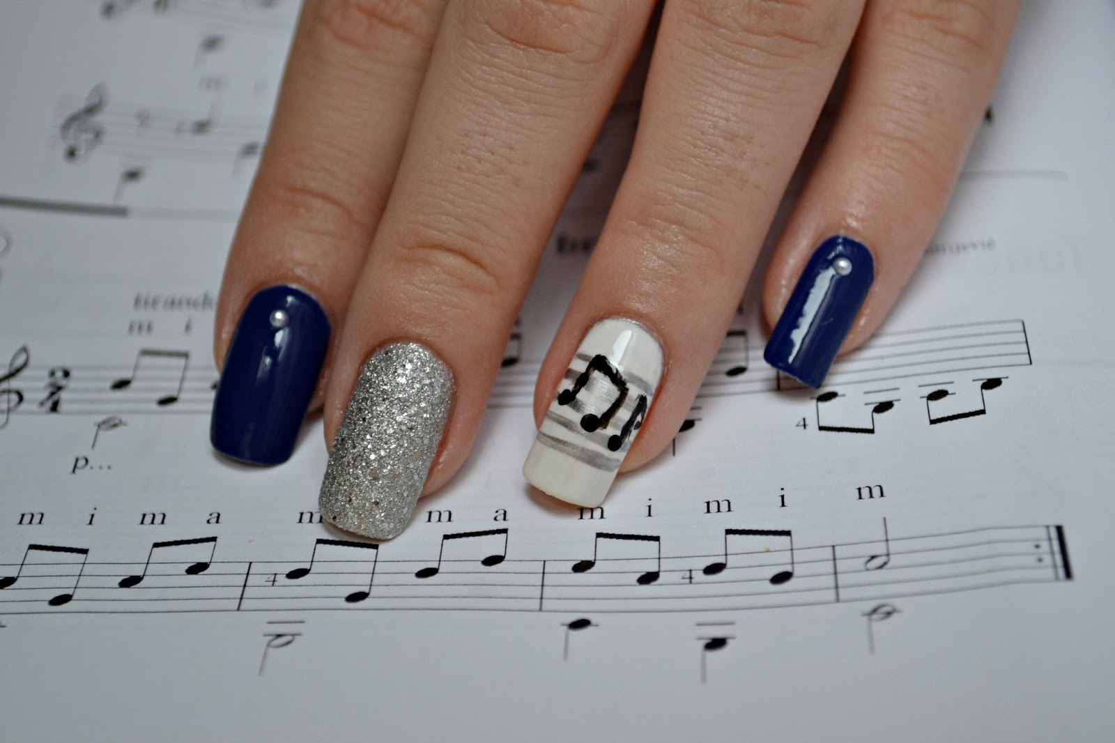 blue manicure music notes