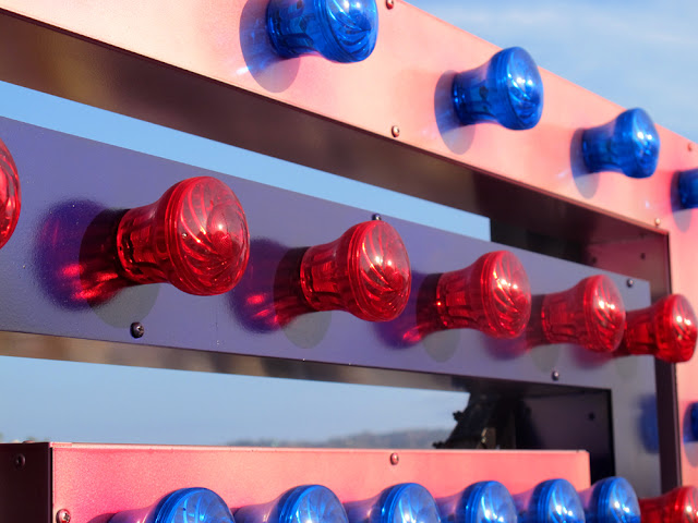 Pier lights, LA - Los Angeles, California - travel blogger