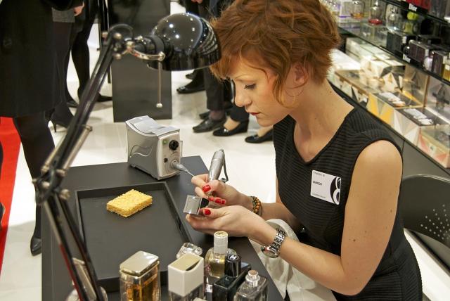 paris 8 engraved perfume flacons gravure