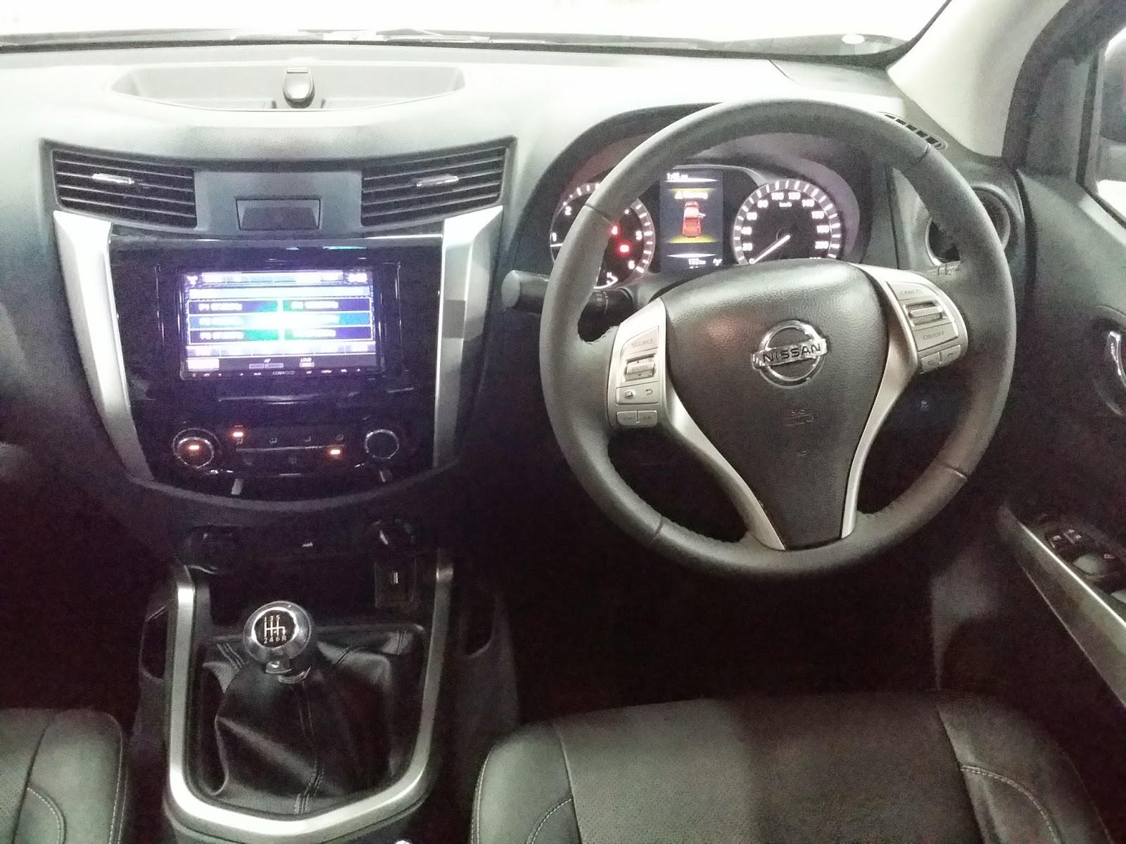INTERIOR, DASHBOARD DAN AUDIO NISSAN NAVARA VL