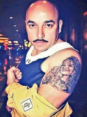 Fijate el tatuaje que se acaba de realizar el hermano de jenni rivera