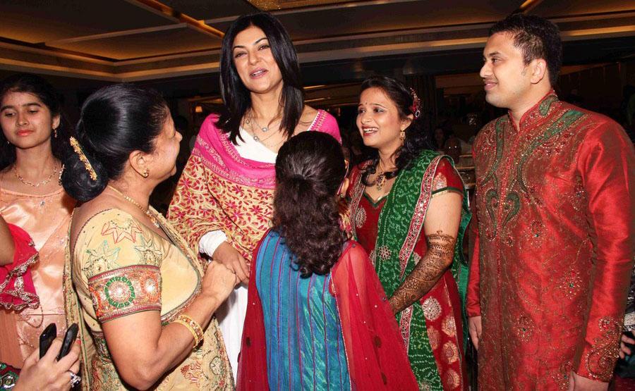 Mehndi Ceremony Of Kajol : Bollywood actress photo stills sushmita sen graces dr