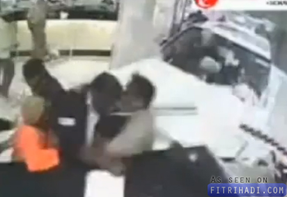 video kereta toyota langgar pelanggan bank