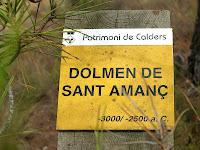 Senyal indicador del dolmen de Sant Amanç