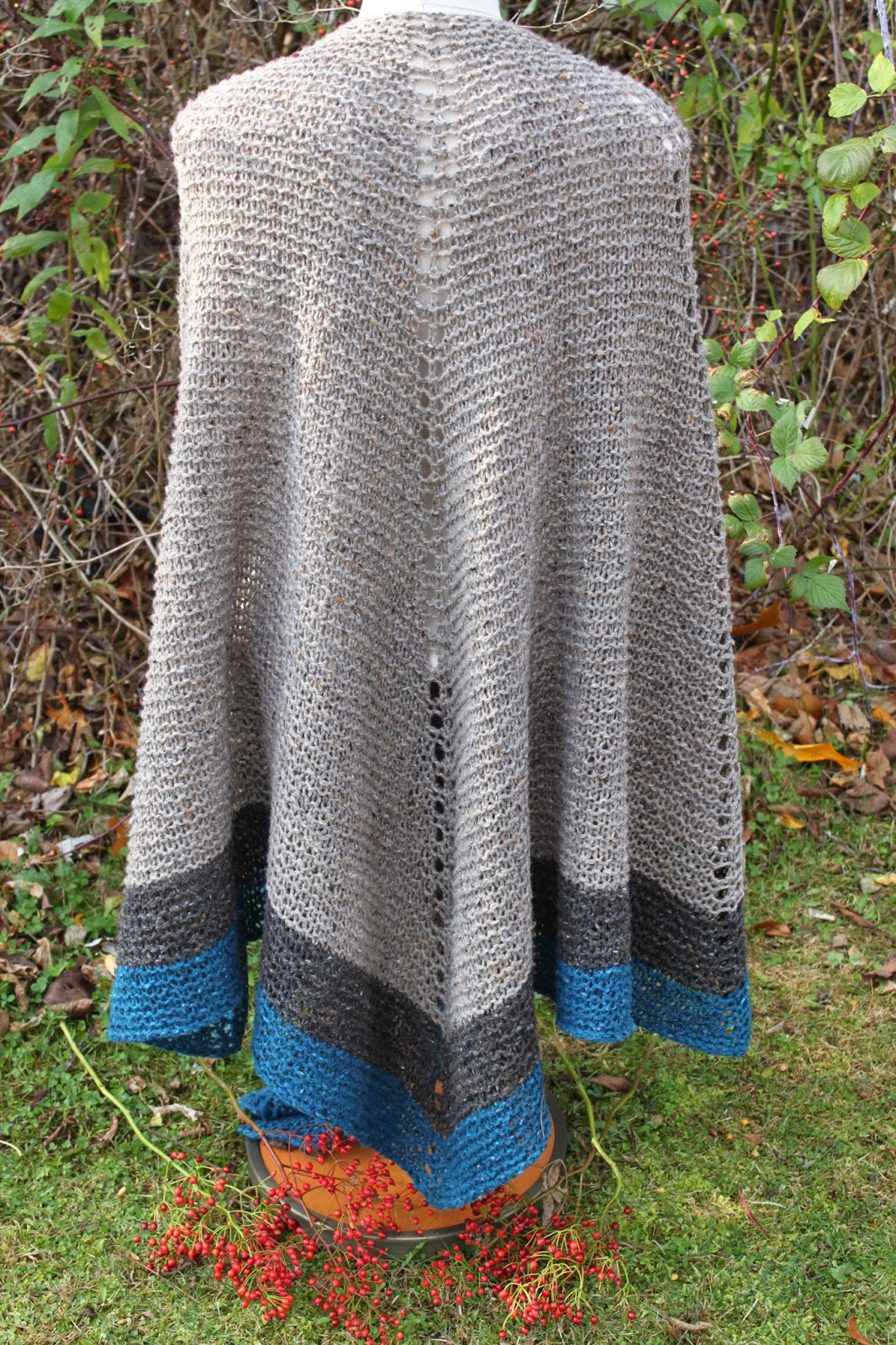 Knitting Pattern For Outlander Shawl : Celtic Heart Knitting and Quilting: Outlander Claire Rent Shawl