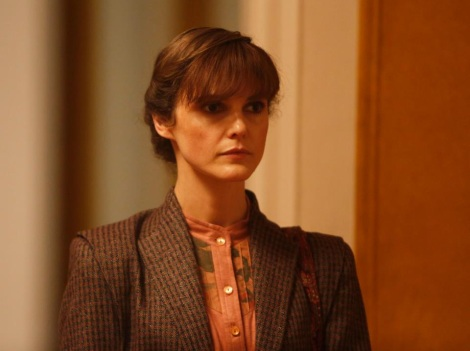 Keri Russell in The Americans wearing a wig