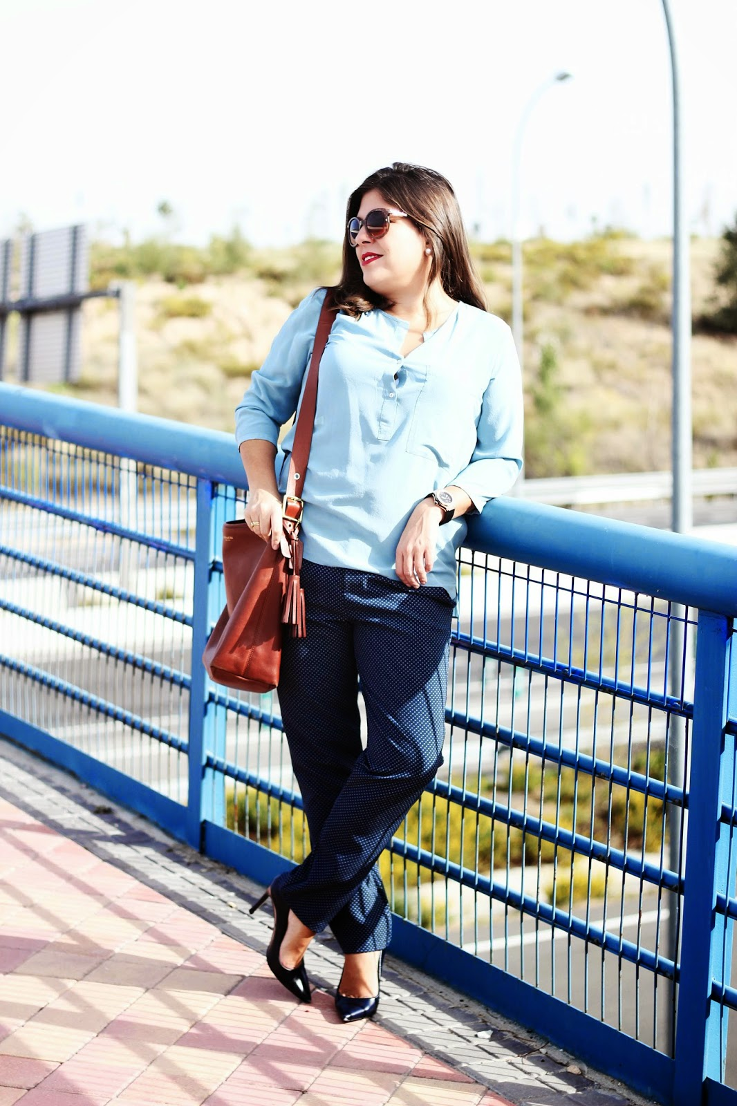 photo-look-working_outfit-blue-zara-coach_bag