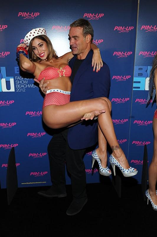 Belen Rodriguez – Pinup Stars Parade in Milan