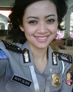 Profil Brigadir Avvy Olivia - ( Biodata - Foto ) Polwan Cantik