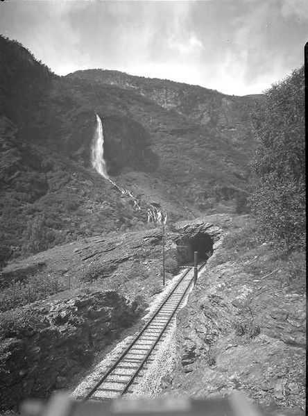 Looking back to 1942 when this photograph of the Rjoande Waterfall or Rjoandefossen was taken. Photo: WikiMedia.org.