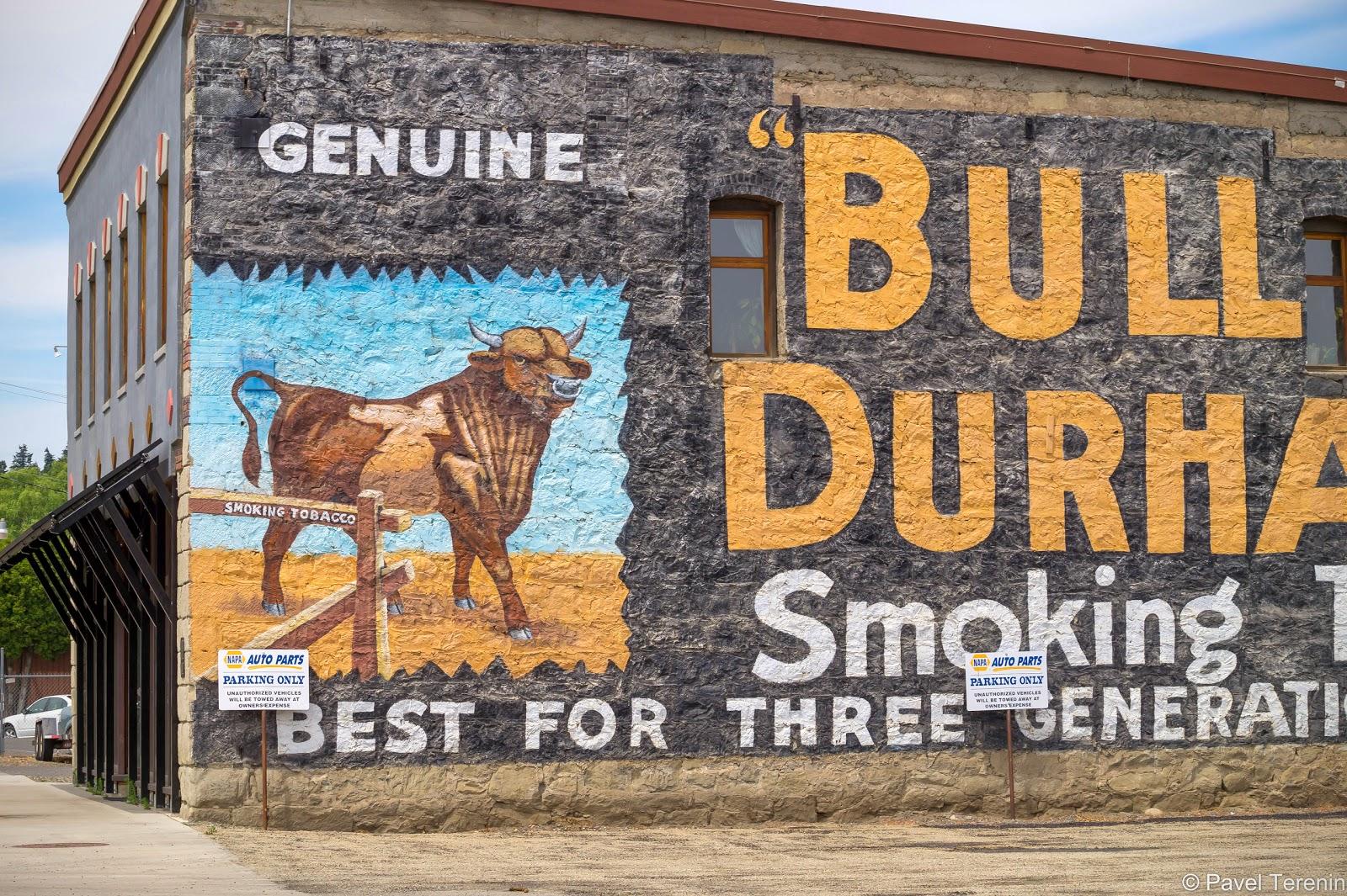 Местное уличное искусство - по совместительству реклама.