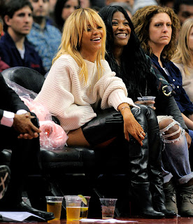 Rihanna shows off blonde hair