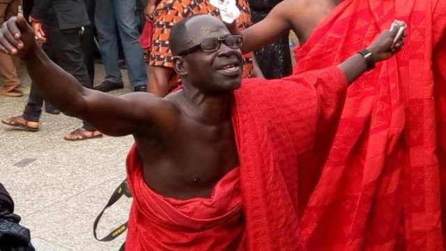 [Video] Amakye Dede performed for his departed Manager, Isaac Yeboah