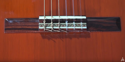 Example of timber hitch on guitar string