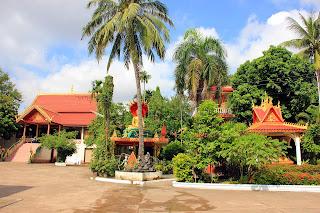 Alrededores de Wat Thatluang Neua