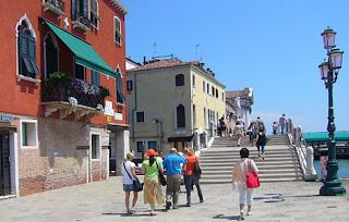Benátky promenáda po pobreží