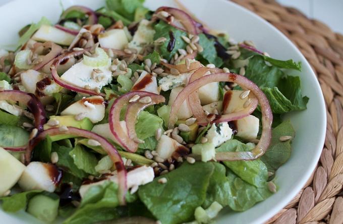 ruokaisa salaatti, homejuusto-päärynä-punasipulisalaatti