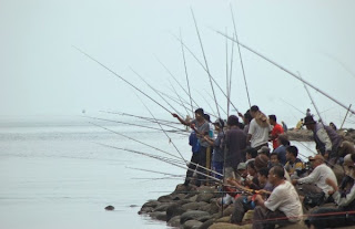 Muara Slamaran Dipadati Pemancing