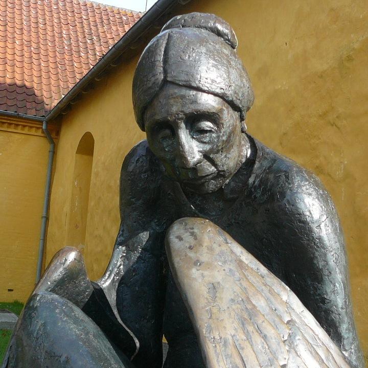 Ansigt af skulpturen Metamorphose, af Arne Ranslet