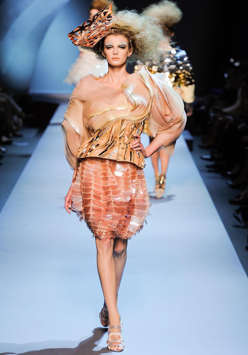 Fashion Show: Christian Dior Haute Couture Fall Winter ...
