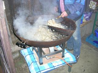 Pilzpfanne beim Osterfeuer