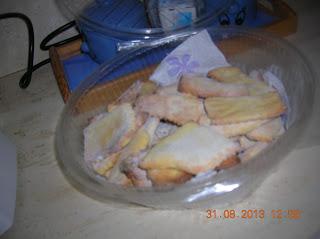 biscotti di farina di mais bramata  - biscotti senza uova  con scaglie di cioccolato -  clafoutis di pesche ...ecc.