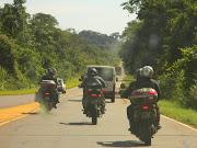 Atravessando o Parque Iguazu na Argentina. Última Aduana.