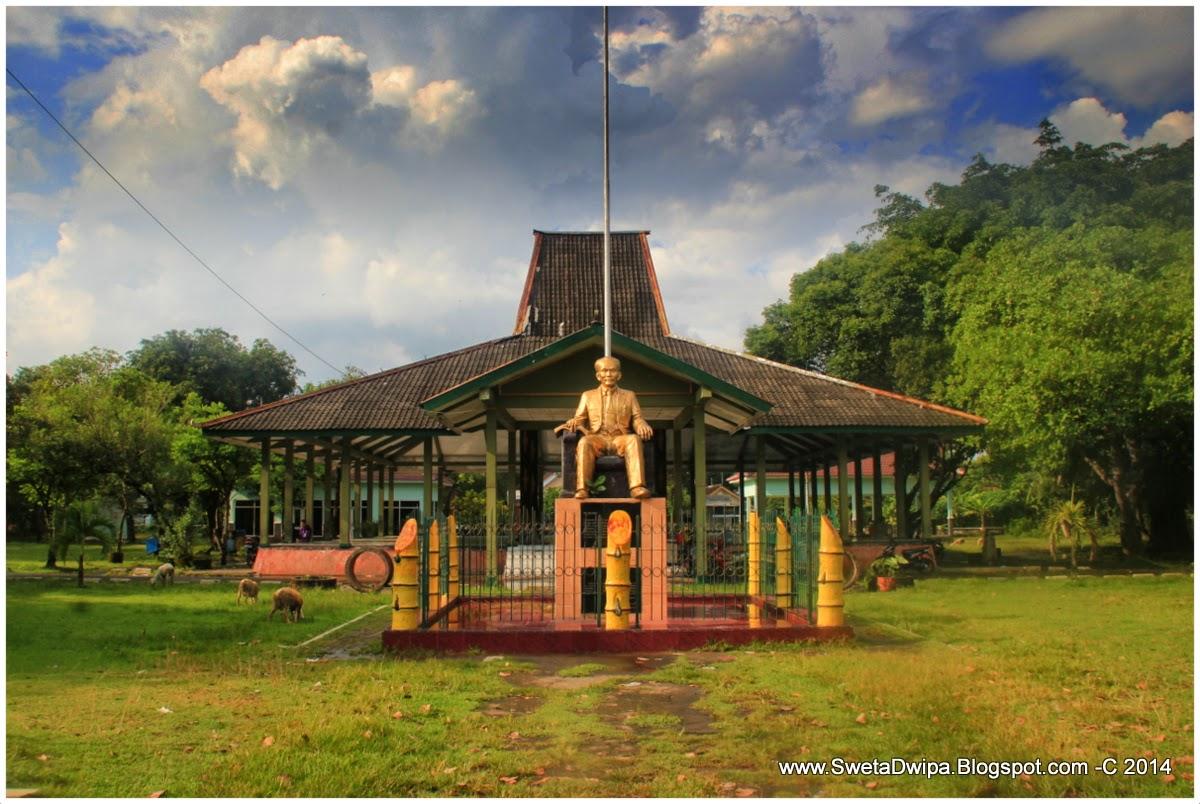 Monumen Dr Soetomo Jejak Pahlawan Nasional Indonesia Dari Nganjuk