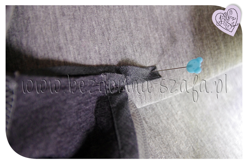 płaszcz z pianki dekolt  lamówka złożenie