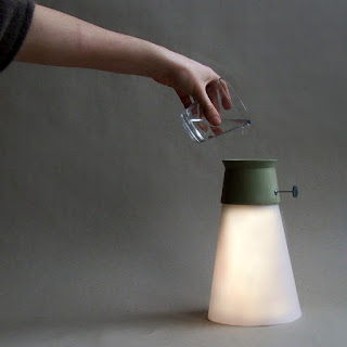 Lámpara LED ecológica alimentada por agua