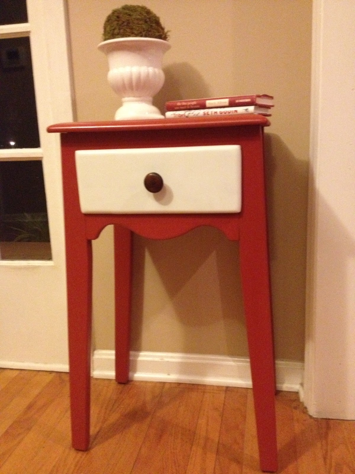 Two it yourself refinished small entryway table with diy for Painted foyer tables