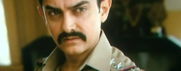 Screen Shot Of Hindi Movie Talaash 2012 300MB Short Size Download And Watch Online Free at worldfree4u.com